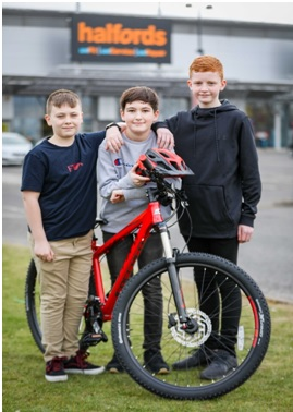 MAIN Check it out - Friends of a young cyclist donated £200 to high dependency unit at Ninewells.jpg